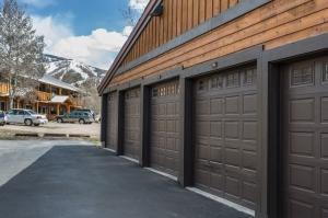 17. Garage